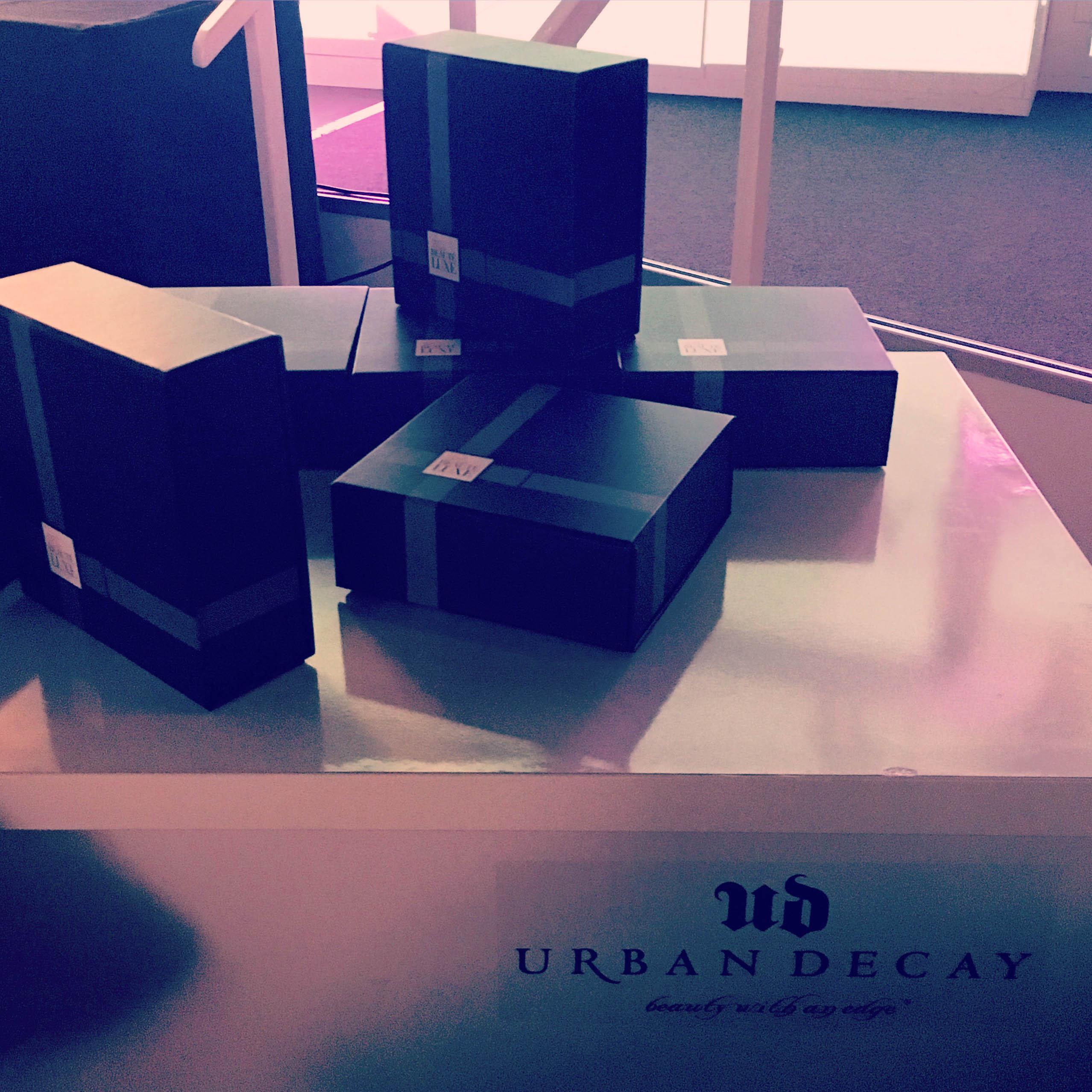 ma beaut luxe la nouvelle box de l 39 or al dans mon sac de fille. Black Bedroom Furniture Sets. Home Design Ideas
